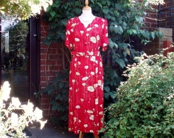 Vintage tea /day dress from late 1970s - red floral UK 14