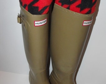 Fleece Rain Boot Liner, HOUNDSTOOTH Red and Black Print With Solid Black Sock, All weather ,Wellie warmer, Outdoors, Rustic, Sm/Med 6-8 Boot
