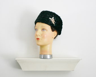 1950s 1960 ruched black velvet pillbox hat