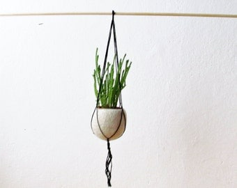 Hanging planter / Felt planter / Macrame hanging pod / minimalist home decor / air plant vase / CHOOSE YOUR COLOR