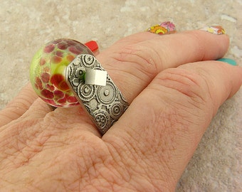 Etched Pewter Ring, Circles Pattern,  Watermelon Glass Bead, Size 11