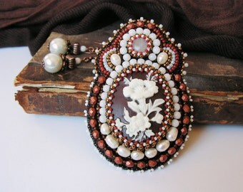 Bead embroidered Brooch Beadwork Brooch White Brown Brooch Vintage look Cameo Brooch Freshwater pearls Classical jewelry White Brown Copper