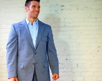 Double Knit Suit 1970s Blue Retro Texture Print Mens 46R Vintage 2 Button Jacket Flat Front Pants 2 Piece Style-Mart Clothes Merit Cohoes