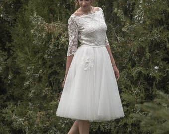 Erika -> Short wedding dress in lace and tulle. Vintage inspired. 50's bridal gown. Romantic wedding dress.