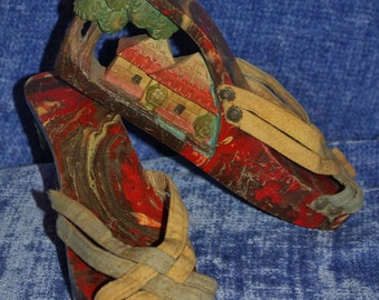 Hand-Carved/Hand-Painted Wooden Sole Platform w/Oriental Scene 1940's Shoes Size 5/6 N
