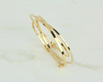 Gold Bangle Set of 3, Yellow 14k Gold Fill Bracelets, 14k Gold Bracelet Bangles, Thick and Thin Bangle Bracelets, Yellow Gold Bangle