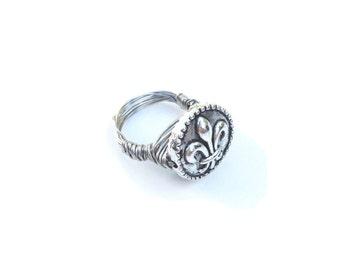 Beautiful Fleur de Lis Ring in Silver