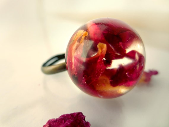 Rose Petals resin ring: pressed flowers resin orb flower jewelry red rose cooper