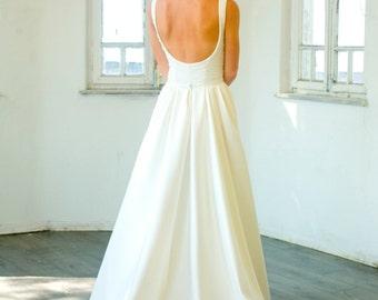 Custom made Chapel Train classic wedding dress, New Ivory/White Wedding dress Bridal Gown custom size 4-6-8-10-12-14