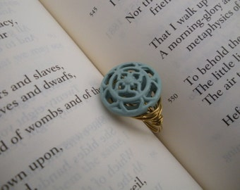 Turquoise scroll bead gold wire ring