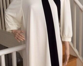 Stunning black and white mod dress