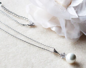 Pearl Bridal Necklace White Pearl and Crystal Wedding Necklace Bridesmaid Gift Bridesmaid Necklace Bridal Party Gift Wedding Jewelry