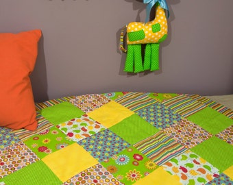 Quilted Bed Cover & Giraffe Toy Kit
