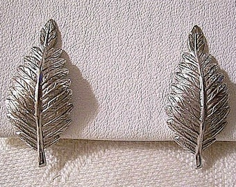 Giovanni Leaf Clip On Earrings Silver Tone Vintage Textured Raised Ribs Imprinted Fern Design Scalloped Edge Leaves