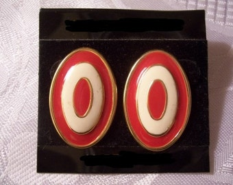 Red White Stripe Pierced Post Stud Earrings Gold Tone Vintage Oval Target Style Layered Raised Rimmed Edge