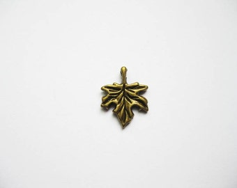10 Maple Leaf charms in bronze tone - C687