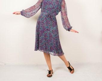 Vintage violet midi dress / prom dress/ sheer sleeves / pleated dress / Christmas dress / womens size medium