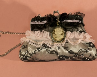 Vintage bag with lace