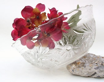 Vintage Clear Sandwich Glass Bowl Anchor Hocking Vegetable Bowl Serving Dish Scalloped Edge