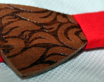 Honolulu. Bow tie of mahogany wood cut and engraved laser textured Honolulu.