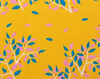 Cotorienne, white birds on tree, yellow - Fat Quarter