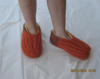Toddlers slippers or house shoes, Size C fit child's foot 5.5 - 6inches (14-16cm ) long.2 interchangeable layers of DK wool. Extra warm.