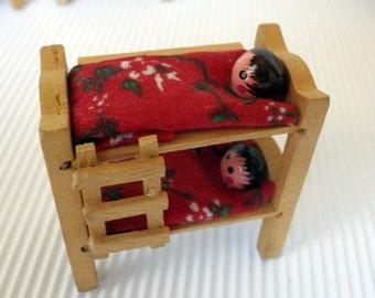 Vintage Miniature Dollhouse Peg Dolls In Wooden Bunk Bed