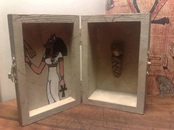 Altare bastet shrine goddess bastetbox shrine for Bat box obi