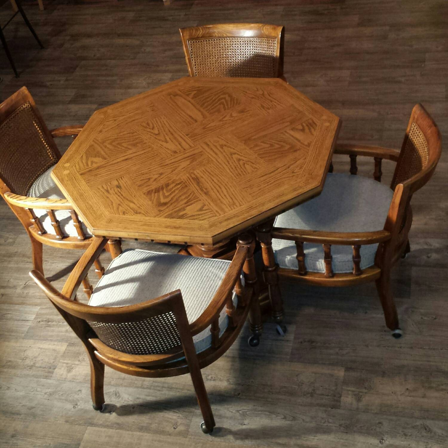 Drexel Game Poker table and chairs