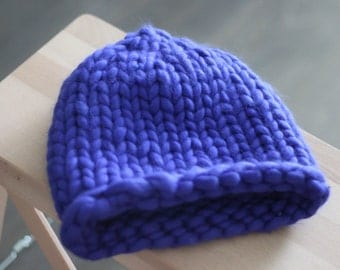 Navy hat of merino wool