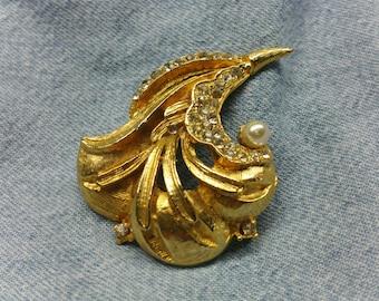 Vintage Golden Brooch with Pearl & Rhinestones (1960's) #VJ-0056