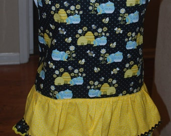 A honey bee apron just in time for spring