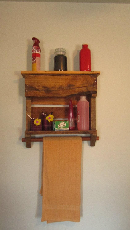 rustic towel rack bathroom shelf re purposed pallet towel. Black Bedroom Furniture Sets. Home Design Ideas