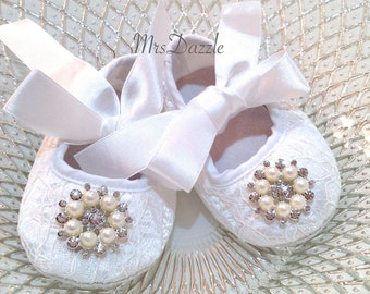 baby lace shoes,photo prop shoes,baby shoes,white baby shoes, baby baptism, christening shoes, newborn shoes, Infant shoes, baby dress shoes