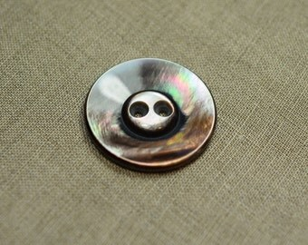 Mother of pearl button