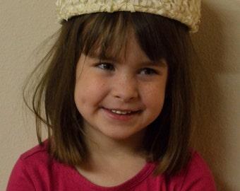 Beautiful vintage cream woven silk ribbon pill box hat!