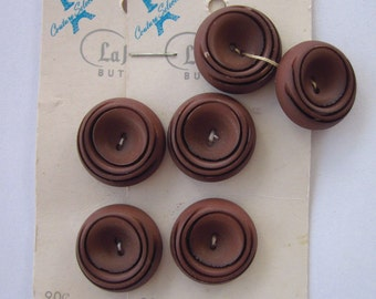 6 La Mode Couture Selection Chocolate Brown Swirl Plastic Vintage Buttons on 2 Cards