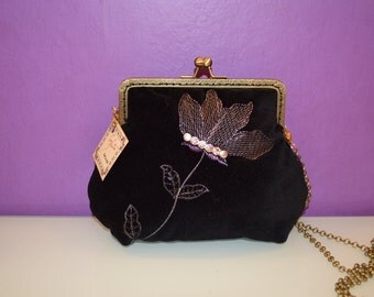 DISCOUNT 20% - Bag in black velvet with embroidery, beading and nozzle closure
