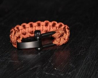 Paracord Survival Bracelet with Shakle - Rust