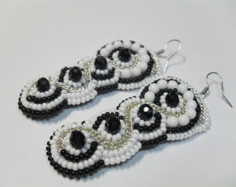 Black and white earrings / Beaded earrings / Long black and white earrings / Elegant earrings