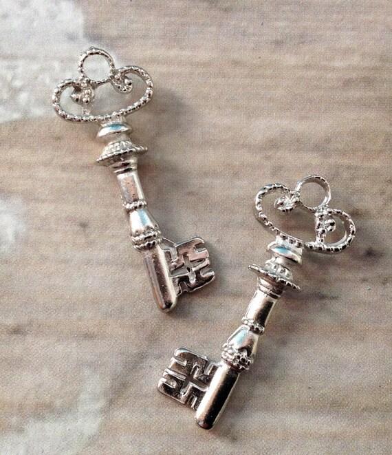 bulk lot 25 fancy mini key charms silver tone filigree 31mm