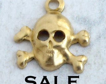 Tiny Brass Skull And Crossbones Charms (40X) (M729) SALE - 50% off