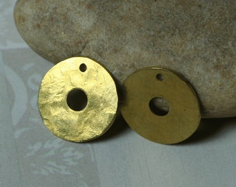 Hand hammered solid brass round dangle drop outside diameter 15mm, 6 pcs (item ID XW03460)