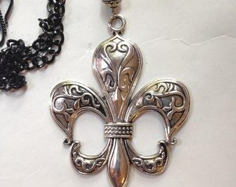 Fluer de Lis Necklace Pendant St Louis New Orleans Silver