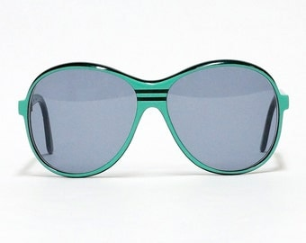 Sporty Green Vintage Sunglasses by ATELIER, unisex sunglasses, oversized 80s sunglasses in unworn deadstock condition with new lenses