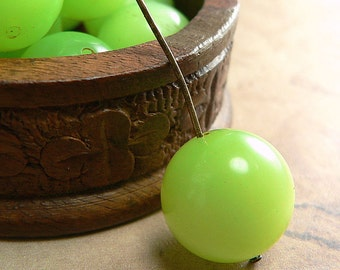 Lime Green Vintage Moonglow Lucite Round Bead 14mm (12)