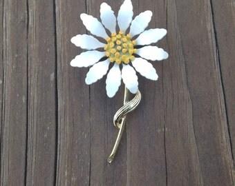 Vintage 60's Era Daisy Brooch Pin