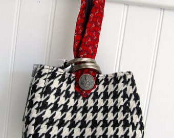 Black and White Houndstooth Wristlet