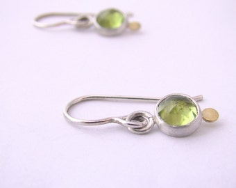Peridot Gold Dot Dangle Earrings Rose Cut Sterling Silver Green August Birthstone Earrings Dainty Modern Simple Drop