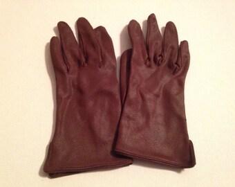 One (1) Pair of Vintage Brown Nylon Ladies Gloves